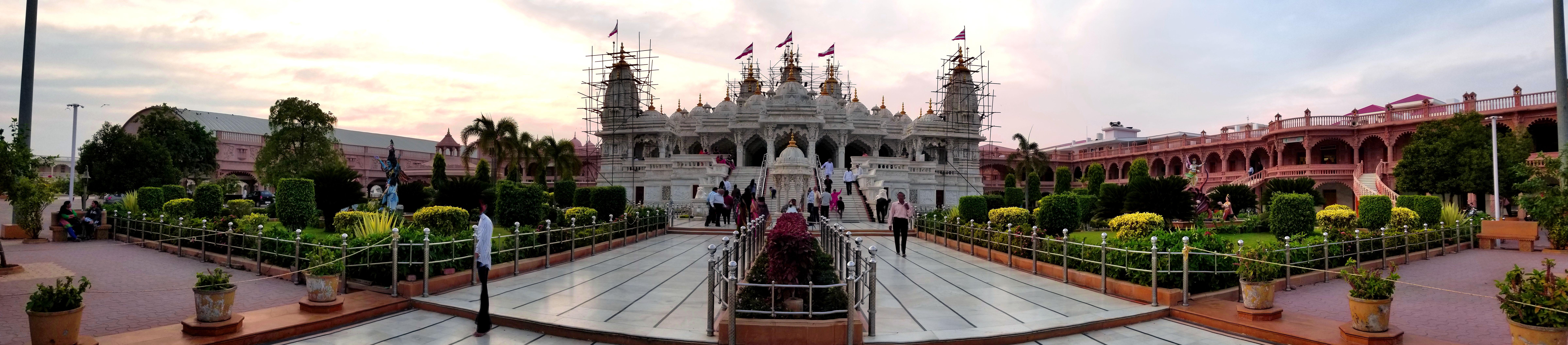 SN temple panorama