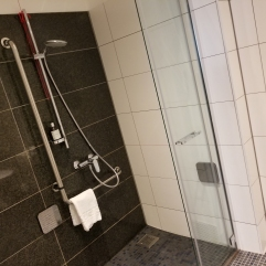 Motel-one Bedroom Shower